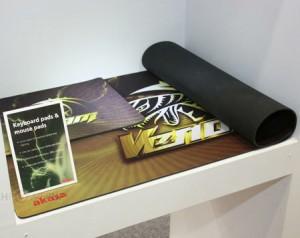 Компания Akasa представила новый вид ковриков под названием Venom